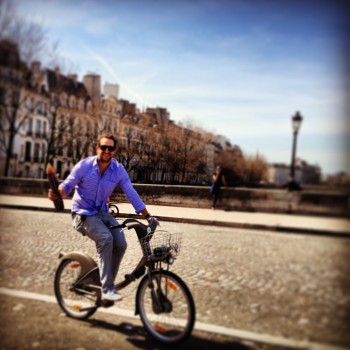 Bicycle and a baguette in Paris